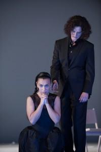 Emilia will beten, der Prinz will ran, Emilia Galotti am Theater Koblenz, Foto: Matthias Baus für das Theater Koblenz